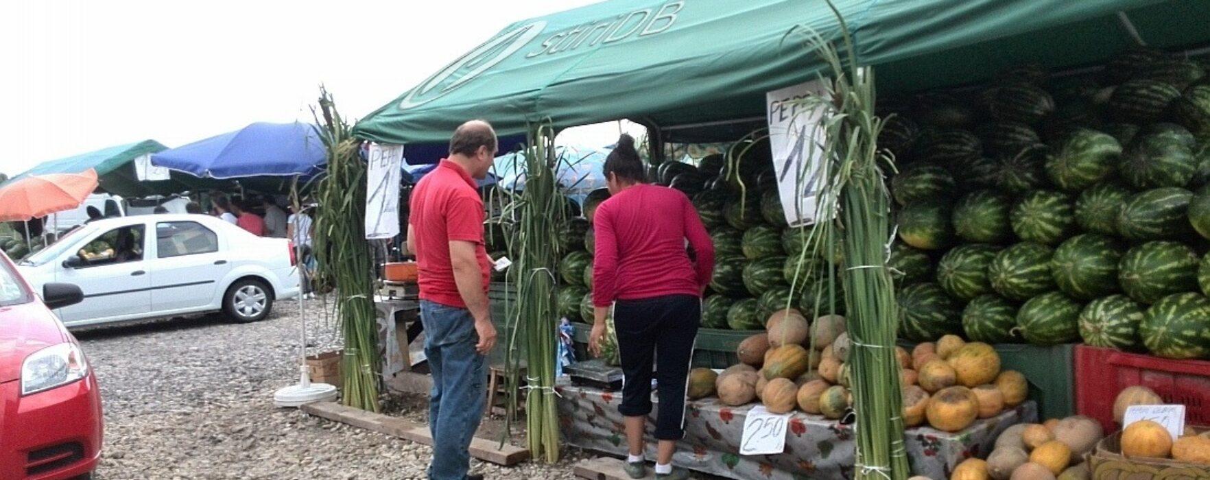 Piaţă ilegală în centrul Târgoviştei (foto)