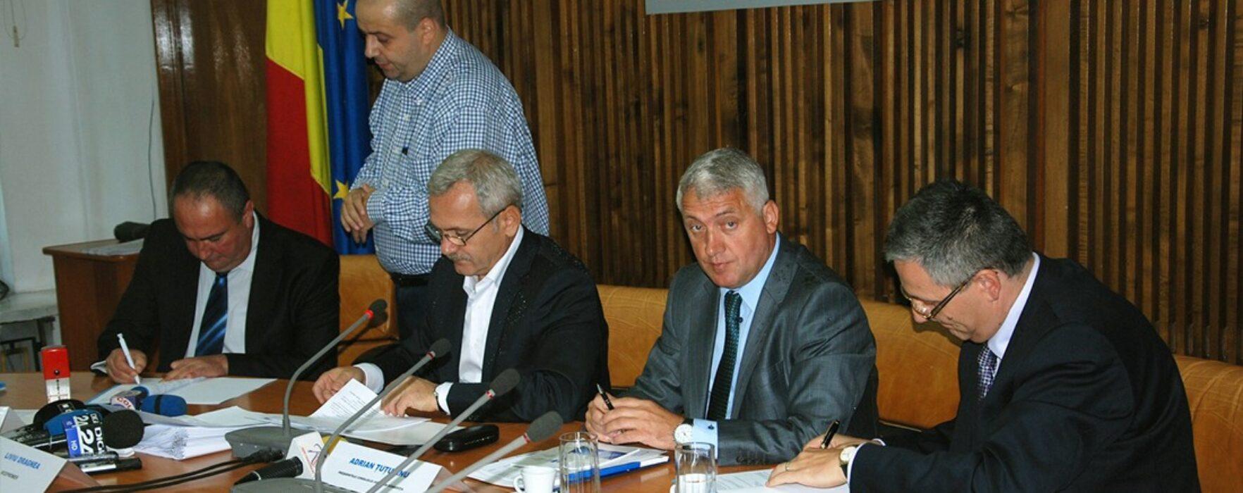 Liviu Dragnea a semnat contractele de finanţare pentru reabilitarea a două şcoli din Voineşti şi Gura Şuţii
