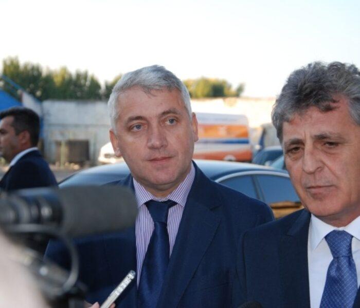 Mircea Duşa (ministrul Apărării): Continuăm programul privind realizarea transportorului blindat 8X8, la Moreni