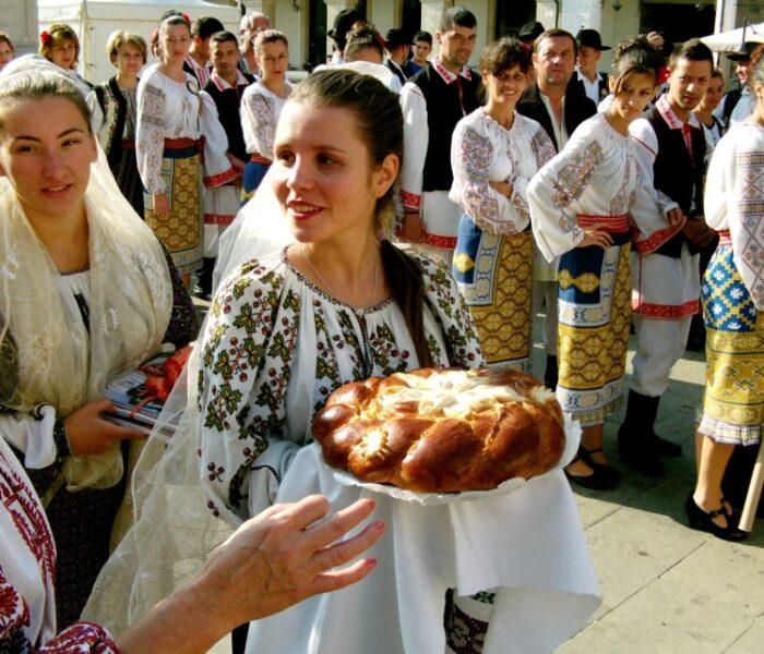 """Ansamblul folcloric """"Flori Dâmboviţene"""" a dus cântecul vechi muntenesc pe malurile Adriaticii"""