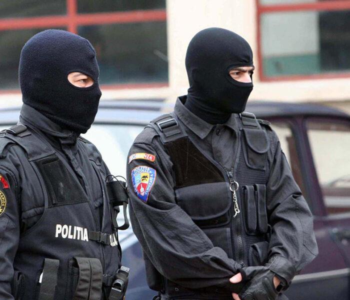 Dâmboviţa: Opt percheziţii în Târgovişte şi Şotânga, la persoane bănuite de săvârşirea infracţiunii de tâlhărie