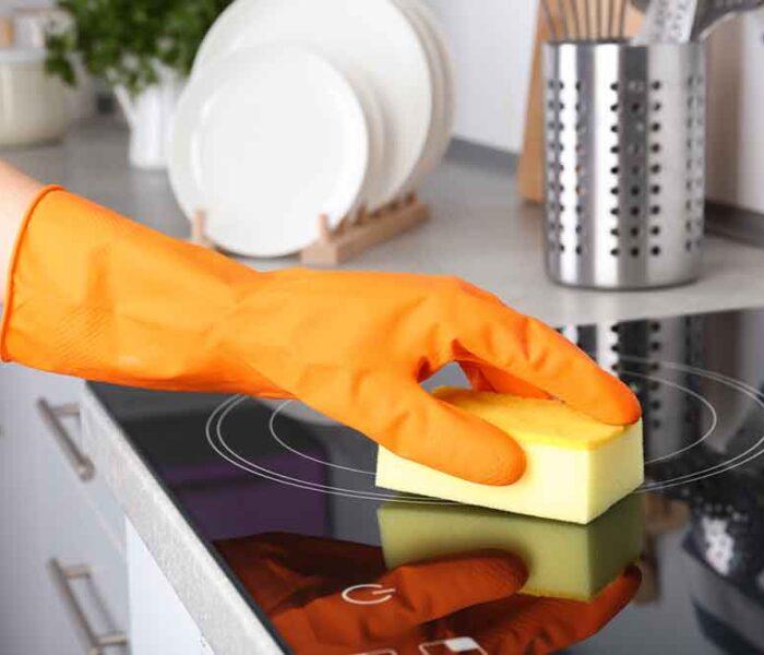 Vrei să achiziționezi o plită vitroceramică sau prin inducție? Iată ce trebuie să știi despre curățarea acestora!