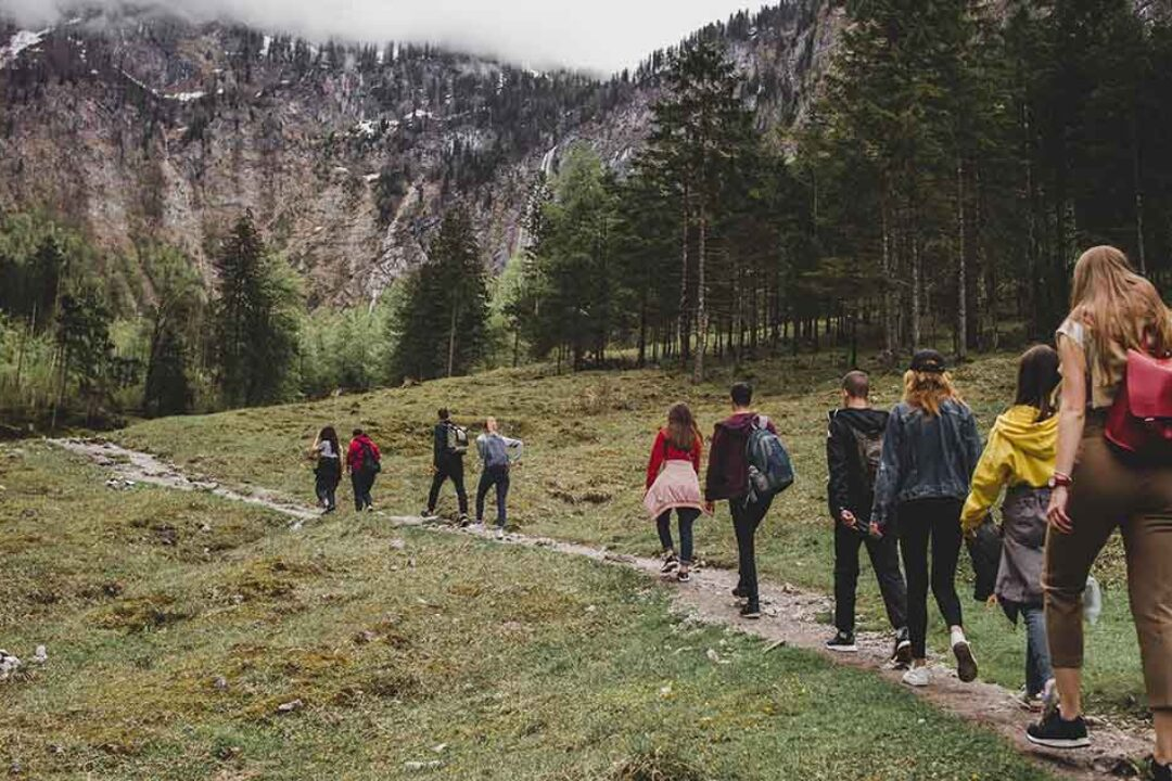 Vrei o vacanta cu gasca de prieteni? Iata top 3 destinatii spre care poti merge cu autocarul in Romania