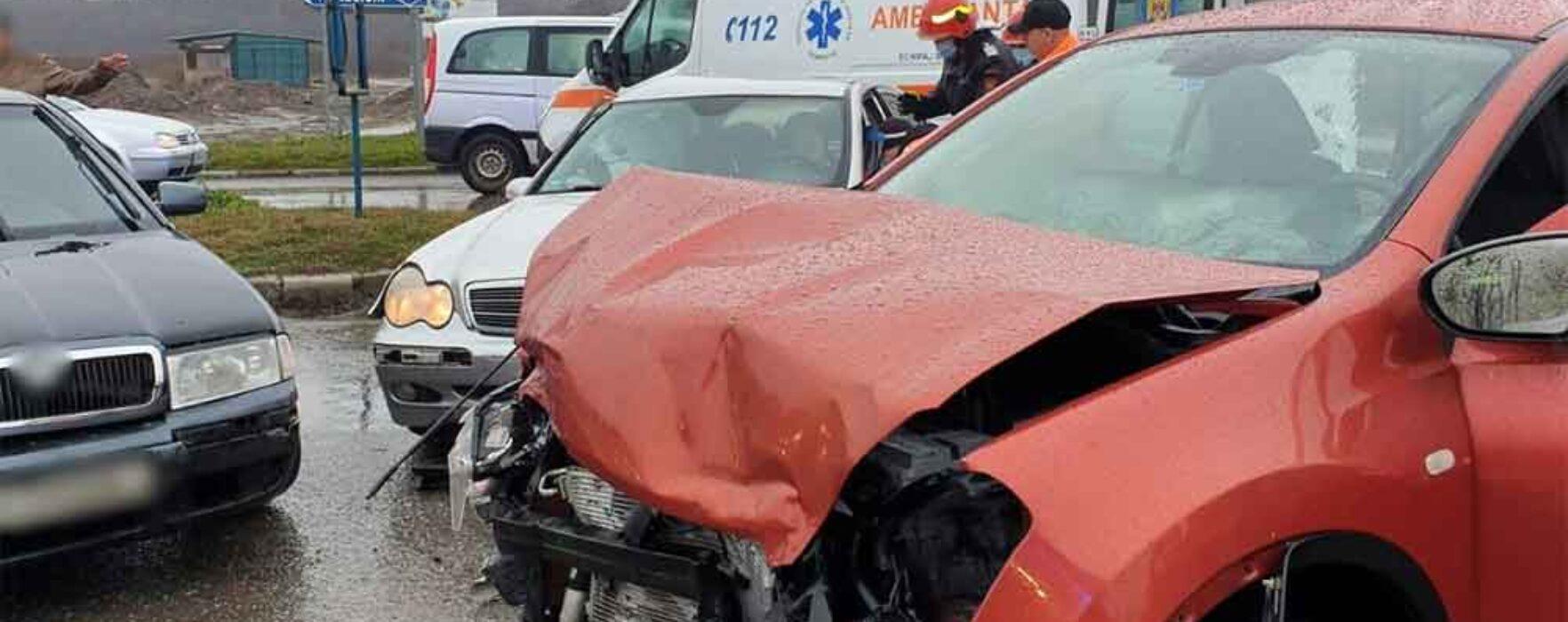 Dâmboviţa: Trei răniţi într-un accident pe DN72, trei maşini implicate