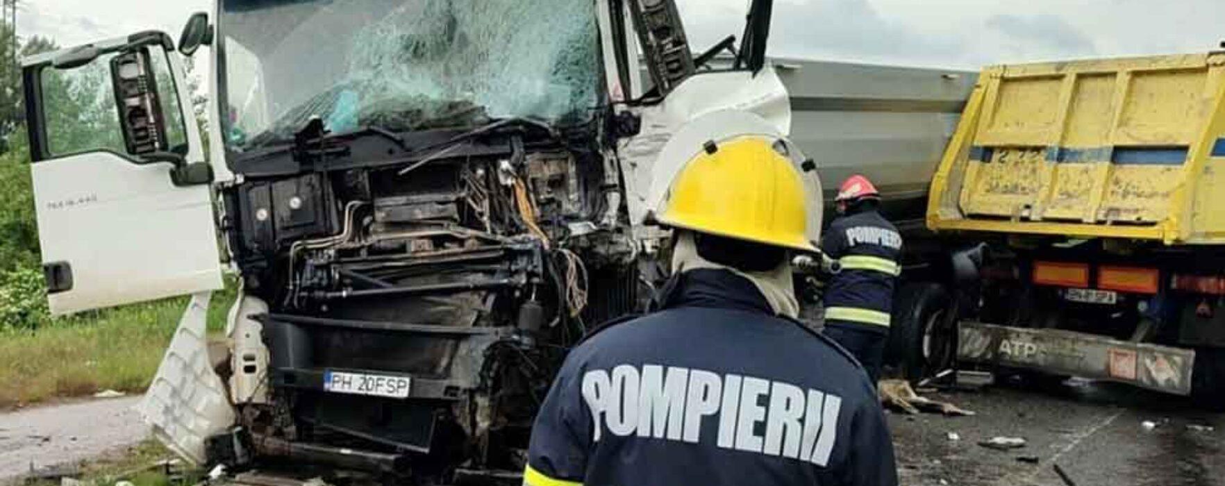 Dâmboviţa: Două autocamioane care transportau nisip implicate într-un accident, două persoane au fost rănite