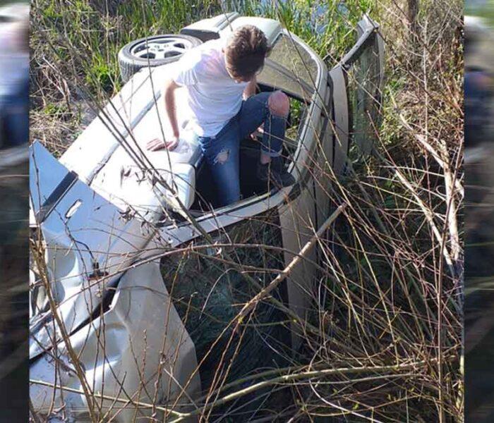 Dâmboviţa: Şofer de 19 ani, cu 182 km/h în localitate, nu a oprit la semnalul poliţiştilor şi a făcut accident