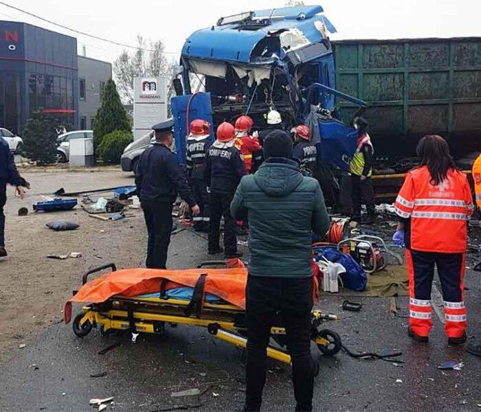 Dâmboviţa: Două camioane s-au ciocnit pe DN 72 la Dumbrava; se circulă alternativ