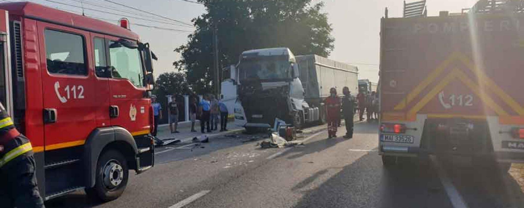 Dâmboviţa: Accident cu două TIR-uri pe DN 72, o persoană rănită; trafic blocat