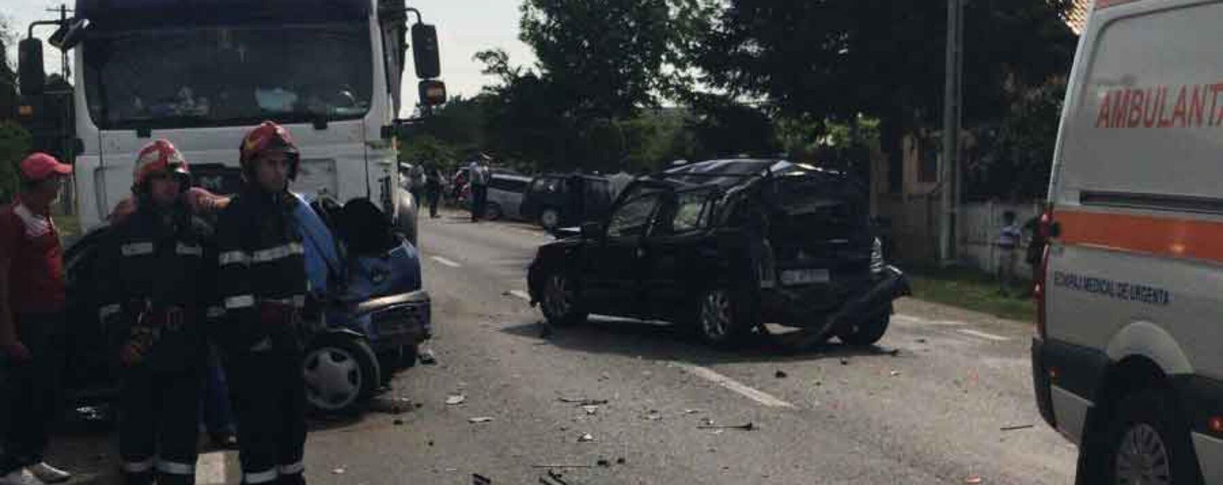 Dâmboviţa: Trafic blocat pe DN 72 Târgovişte-Găeşti, în zonă a avut loc un accident cu cinci autovehicule implicate