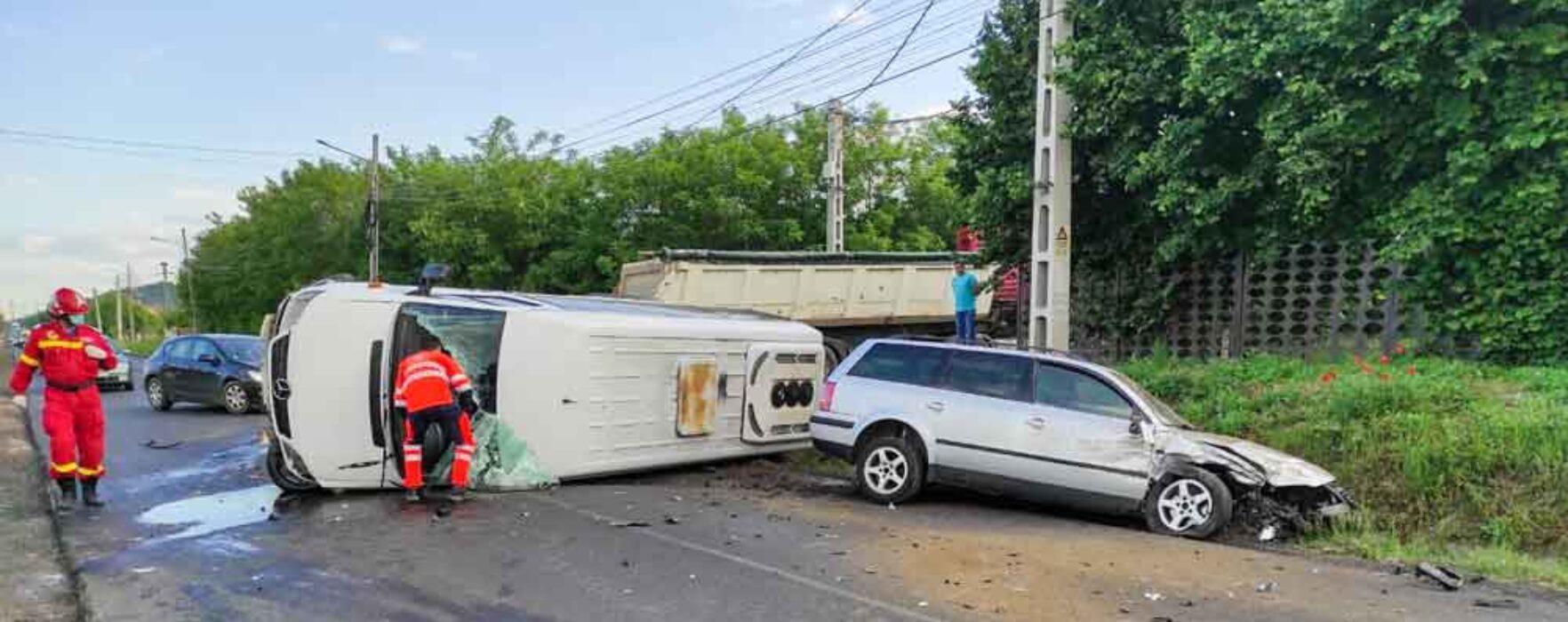 Dâmboviţa: Microbuz în care se aflau copii implicat într-un accident; doi adulţi decedaţi şi 5 copii răniţi