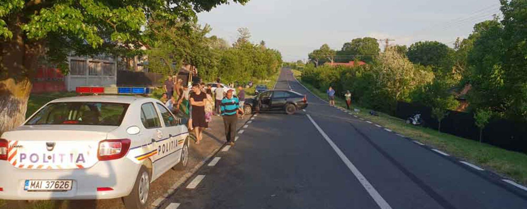 Dâmboviţa: O femeie în cărucior electric, care mergea pe marginea drumului, a fost lovită de o maşină
