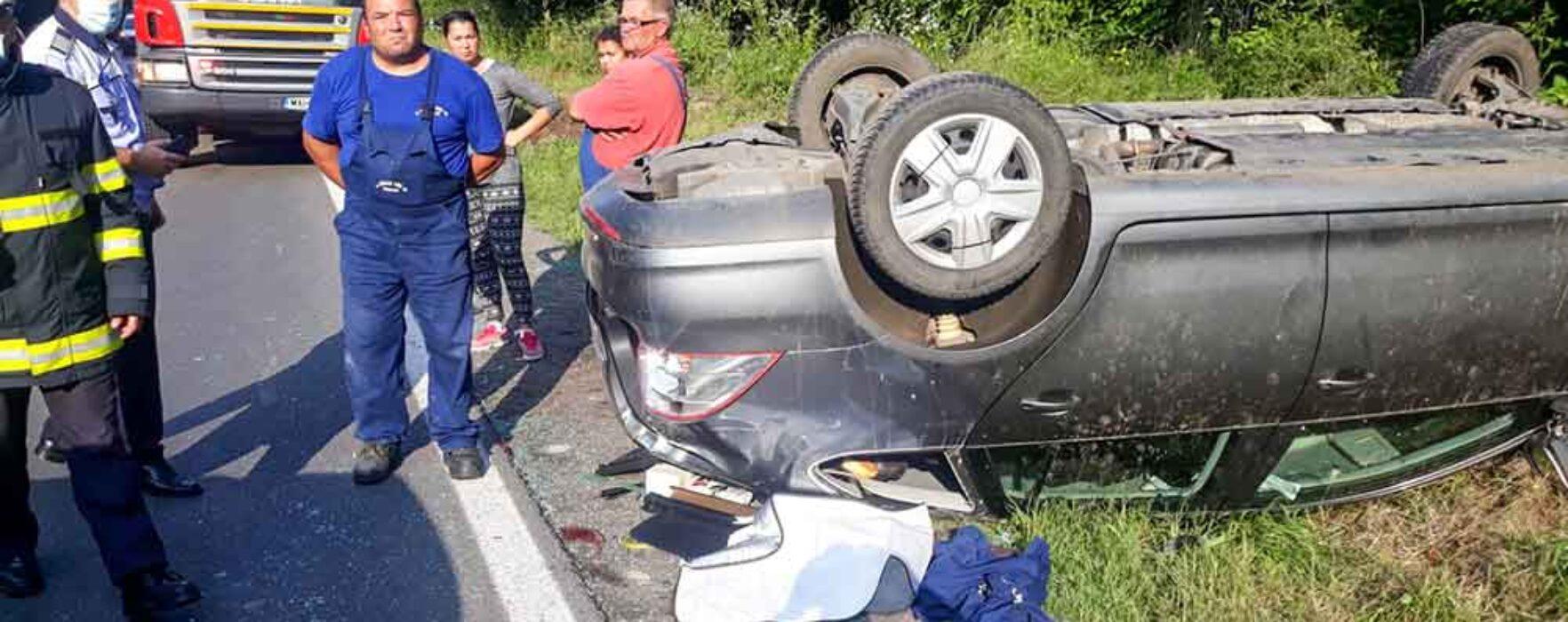 Dâmboviţa: Accident la Priseaca, maşină răsturnată în afara drumului