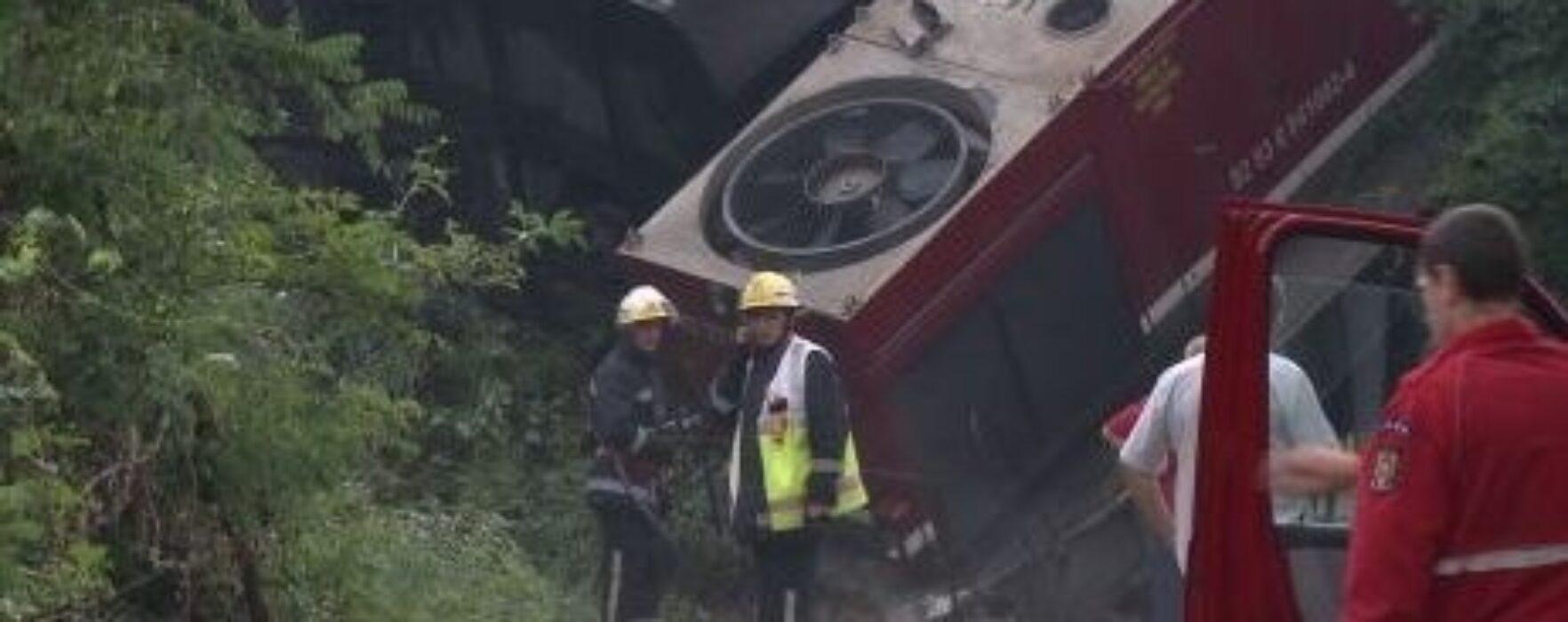 Trei bărbaţi condamnaţi la închisoare, după ce în 2012 au provocat un accident cu două decese şi un tren răsturnat