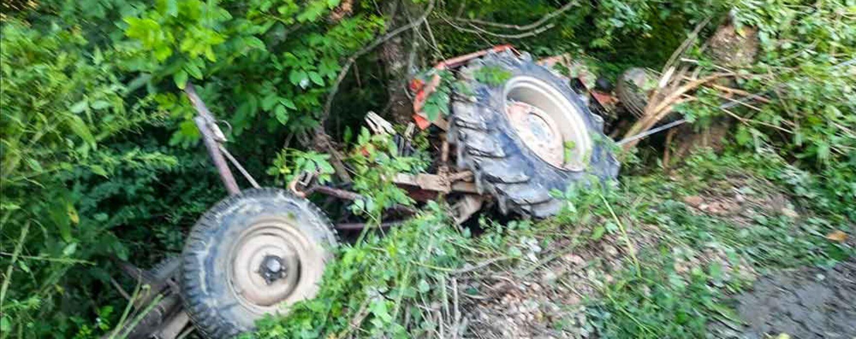 Dâmboviţa: Bărbat mort, după ce s-a răsturnat cu tractorul