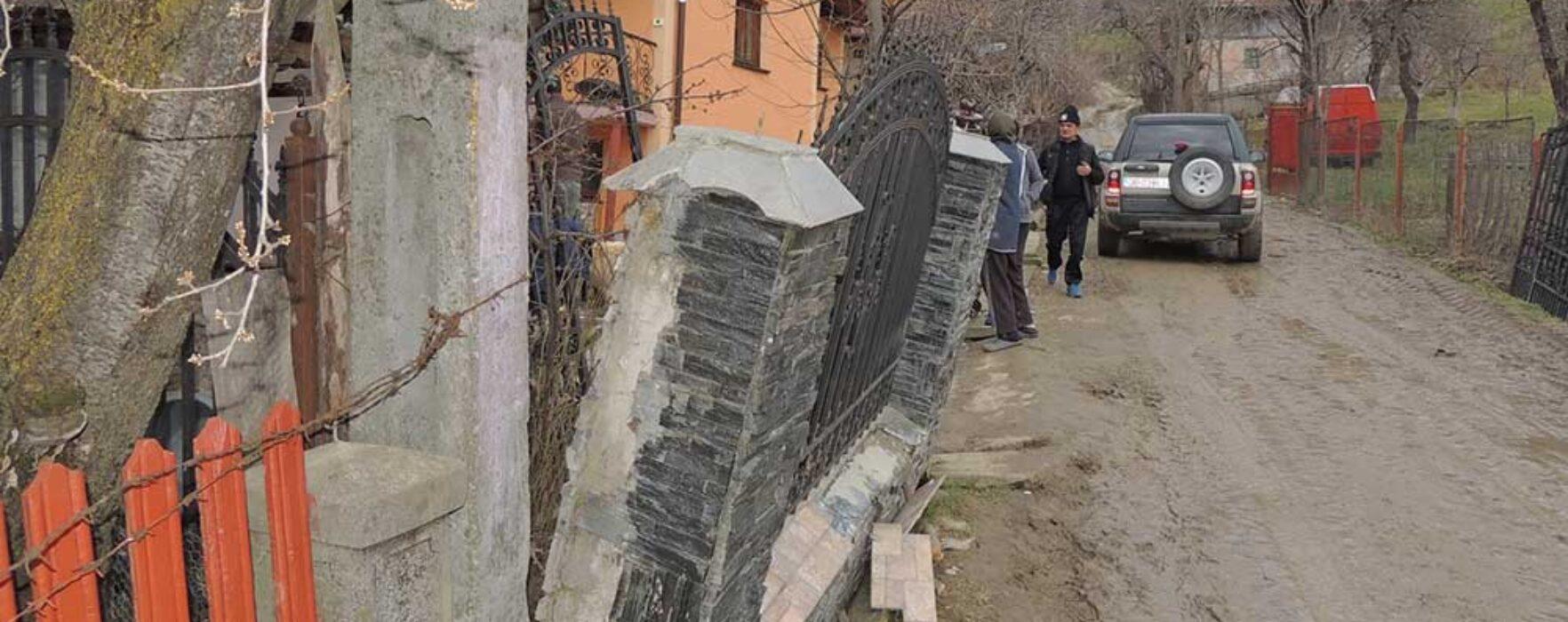 Dâmboviţa: 14 case sunt grav afectate şi în pericol de a se dărâma în Văleni Dâmboviţa, din cauza alunecărilor de teren