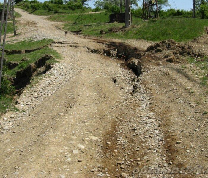 Alunecări de teren în Vârfuri, Vişineşti, Bezdead, Râul Alb şi Cândeşti