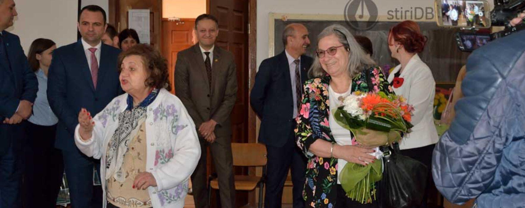 Dâmboviţa: Ambasadoarea Israelului în vizită în judeţ, a prezidat juriul concursului şcolar 'Cât de bine cunoaştem Israelul'