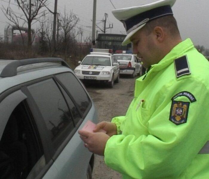 Peste 900 de şoferi, amendaţi în Dâmboviţa din cauză că nu au purtat centura de siguranţă
