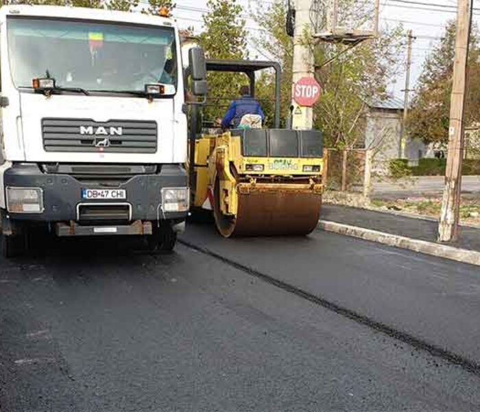 Târgovişte: Se toarnă stratul doi de asfalt pe str. Tudorică Popescu