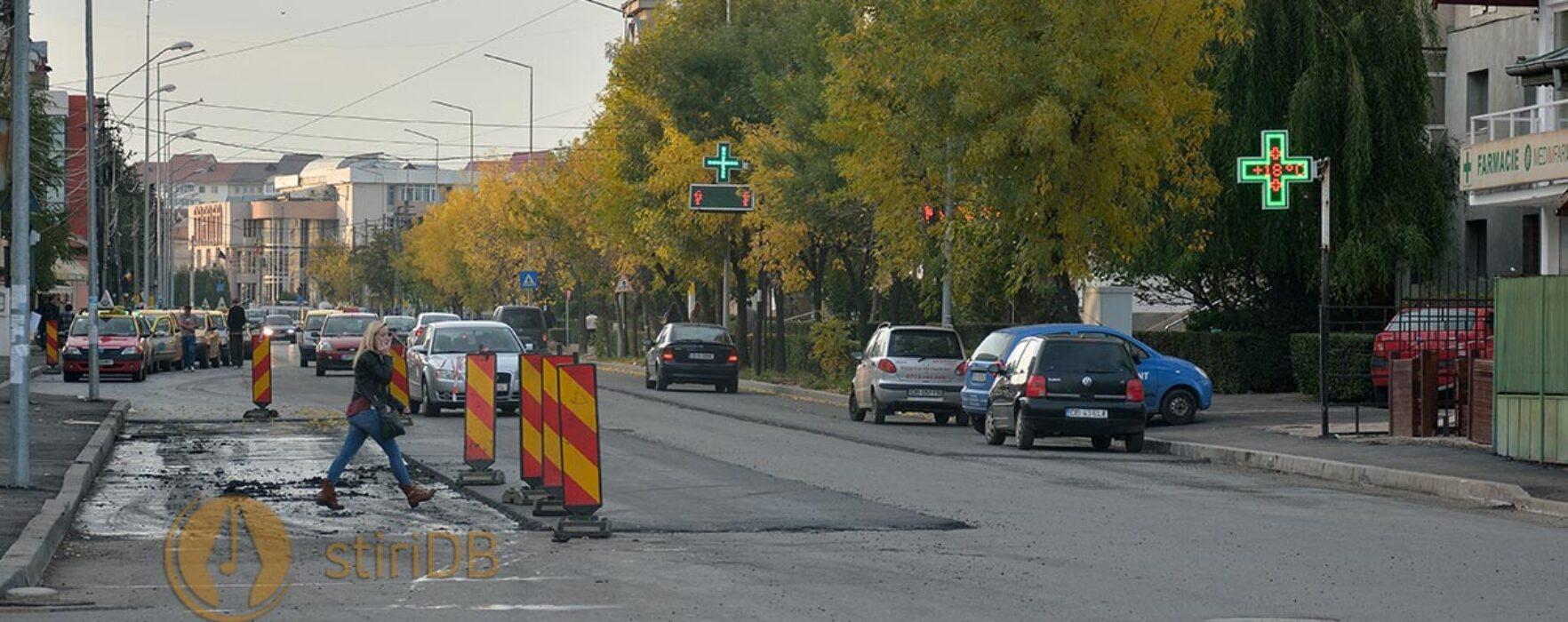 Târgovişte: Anunţată pentru weekend, asfaltarea pe Bdul T. Vladimirescu durează încă patru zile