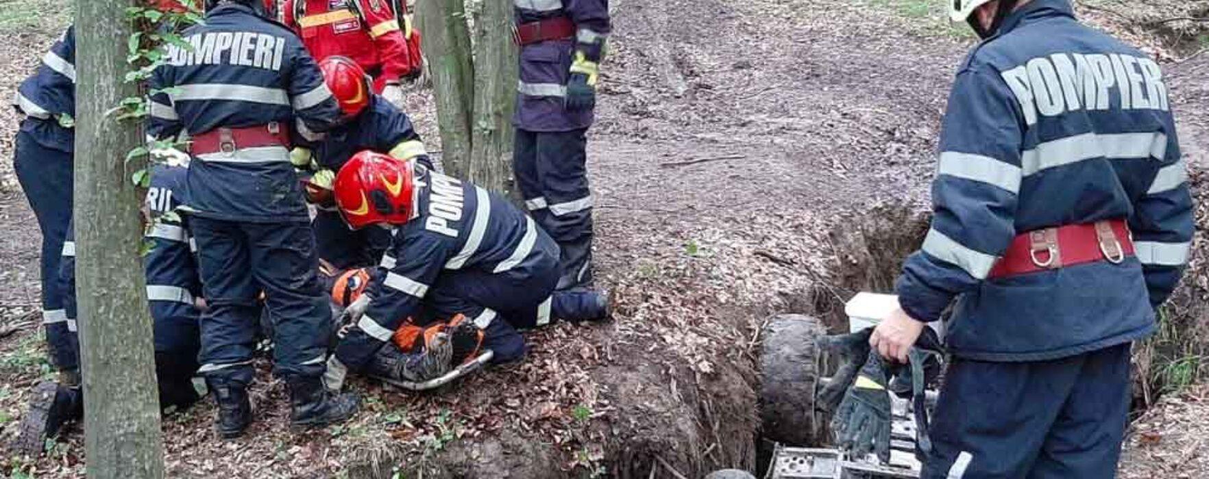 Dâmboviţa: Bărbat prins sub ATV-ul pe care îl conducea, transportat cu un elicopter SMURD la spital