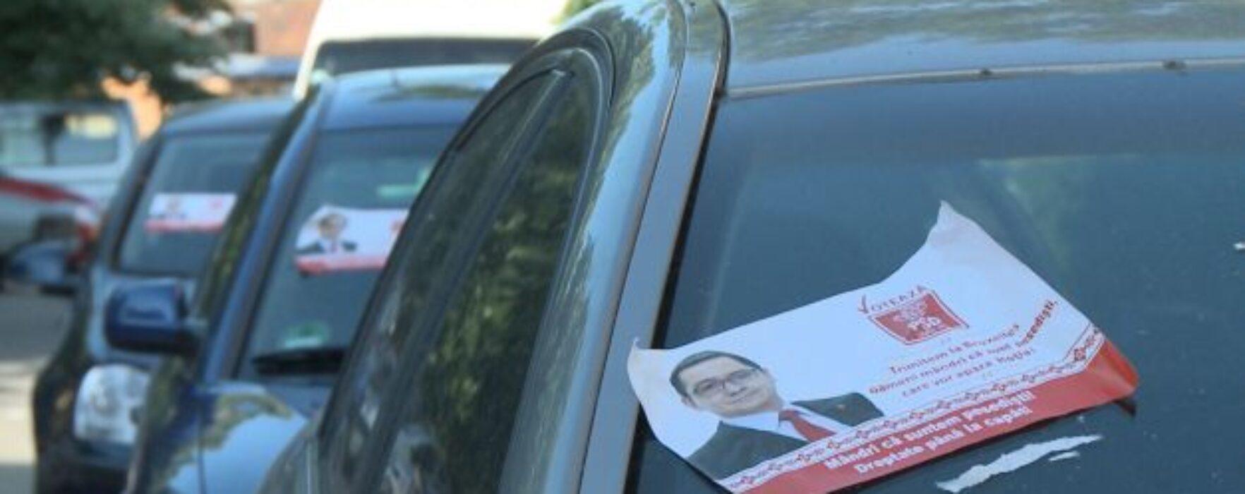 Târgovişte: Maşini vandalizate cu afişe electorale