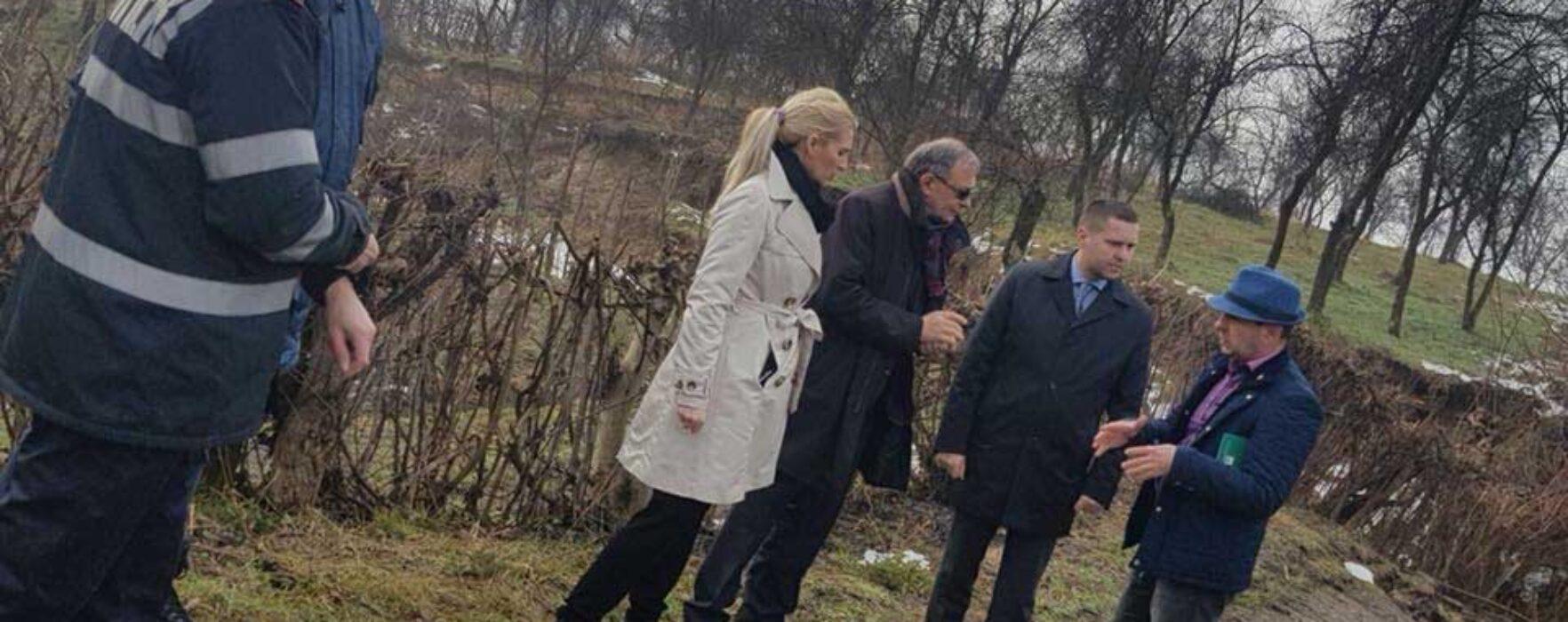 Dâmboviţa: De ce nu comunică nimic autorităţile despre alunecarea de teren de la Glodeni?