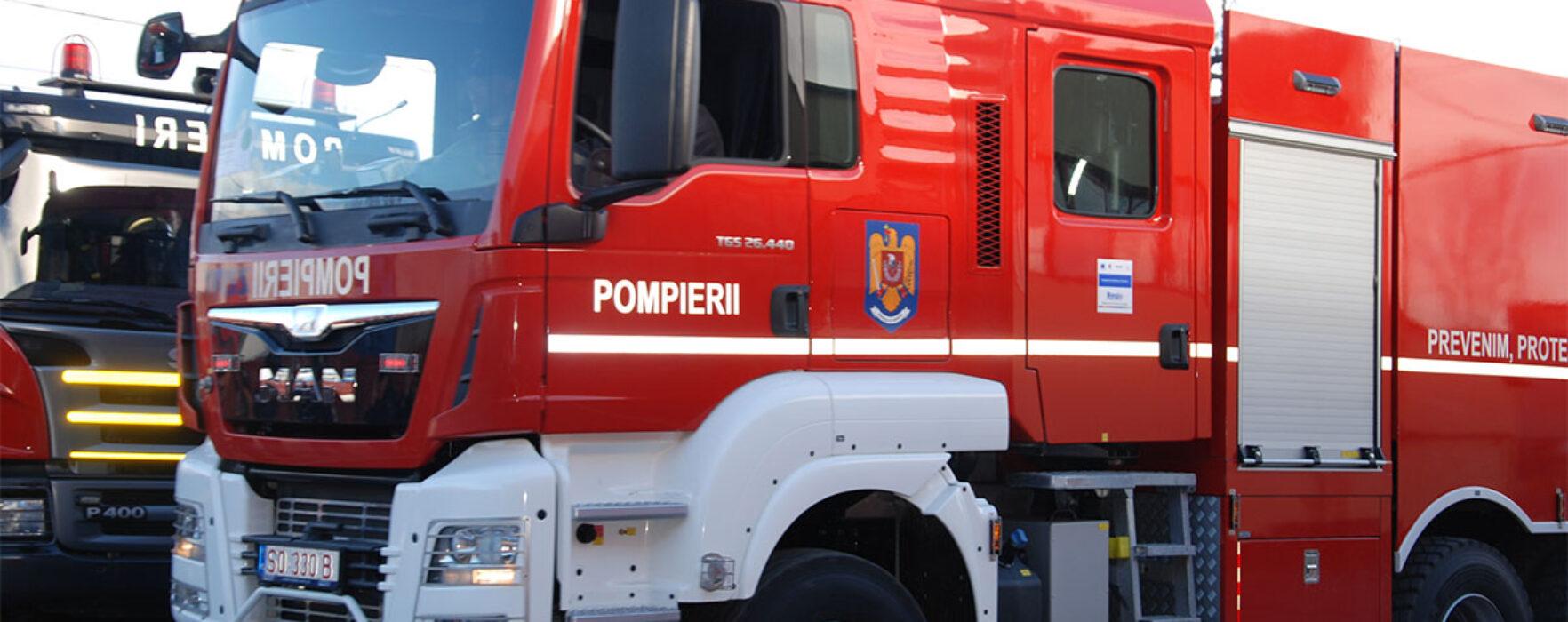 Un microbuz a luat foc într-o autogară din Târgovişte