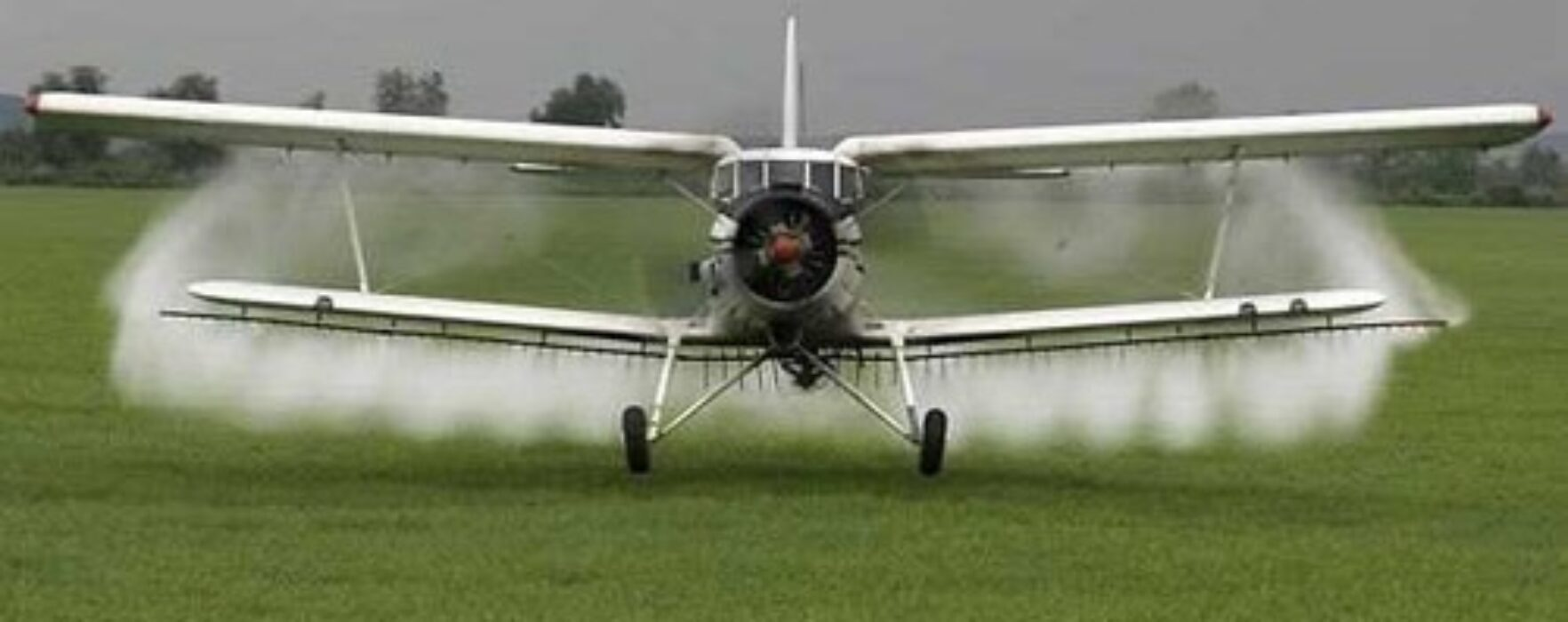 Aviotratamente pentru combaterea insectelor, la Titu, pe 25 mai