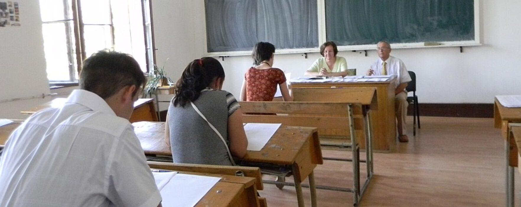 Un elev din Dâmboviţa eliminat, după ce i-a sunat telefonul, la proba de vineri a bacalaureatului
