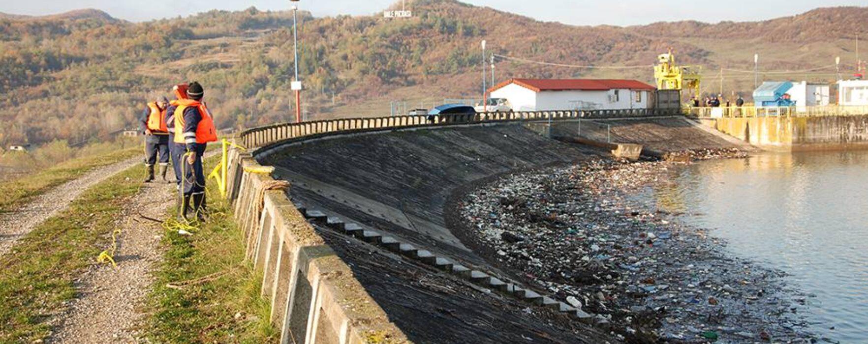 Ministrul Deneş: Decolmatarea lacului de acumulare de la Pucioasa, soluţia pentru problema alimentării cu apă din zonă