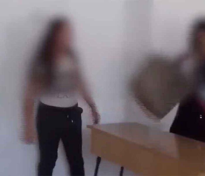 Dâmboviţa: Bătaie în clasă între două eleve de la un liceu din Găeşti