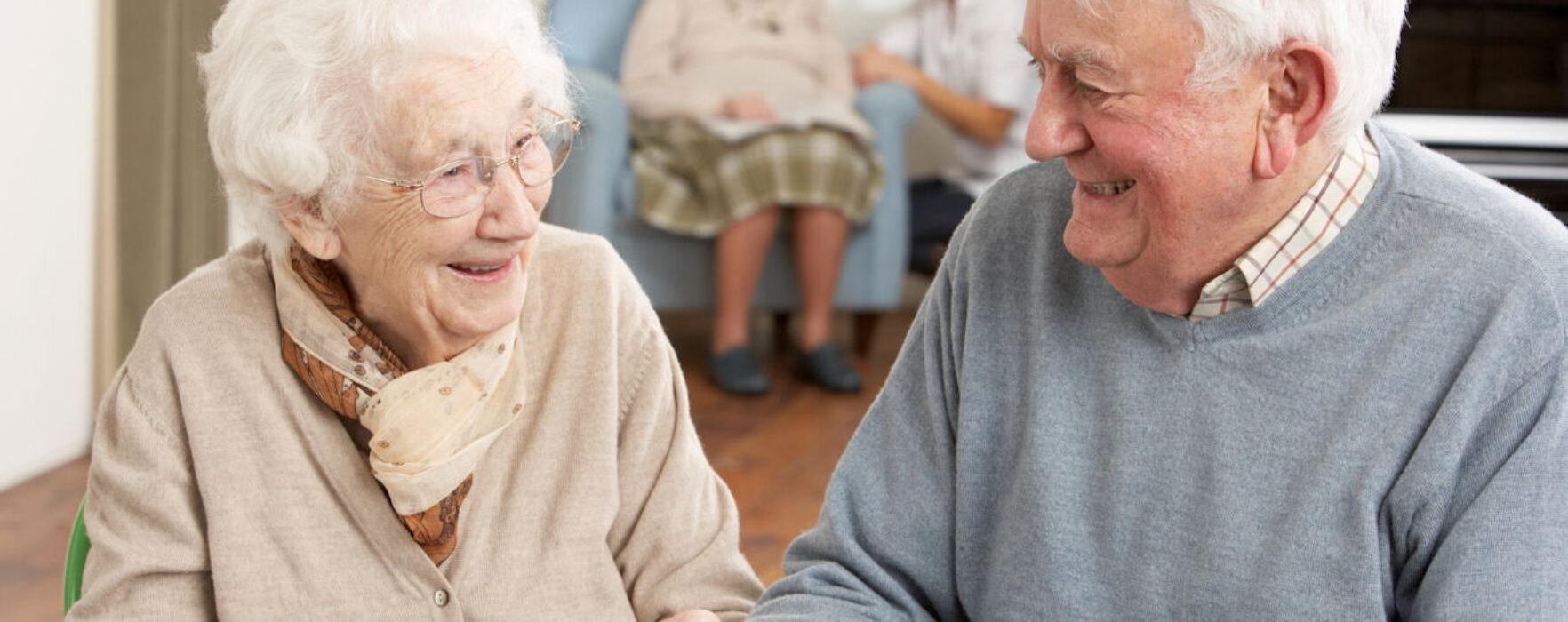Se caută îngrijitor bătrân la domiciliu în Marea Britanie, salariu 7,7 lire pe oră