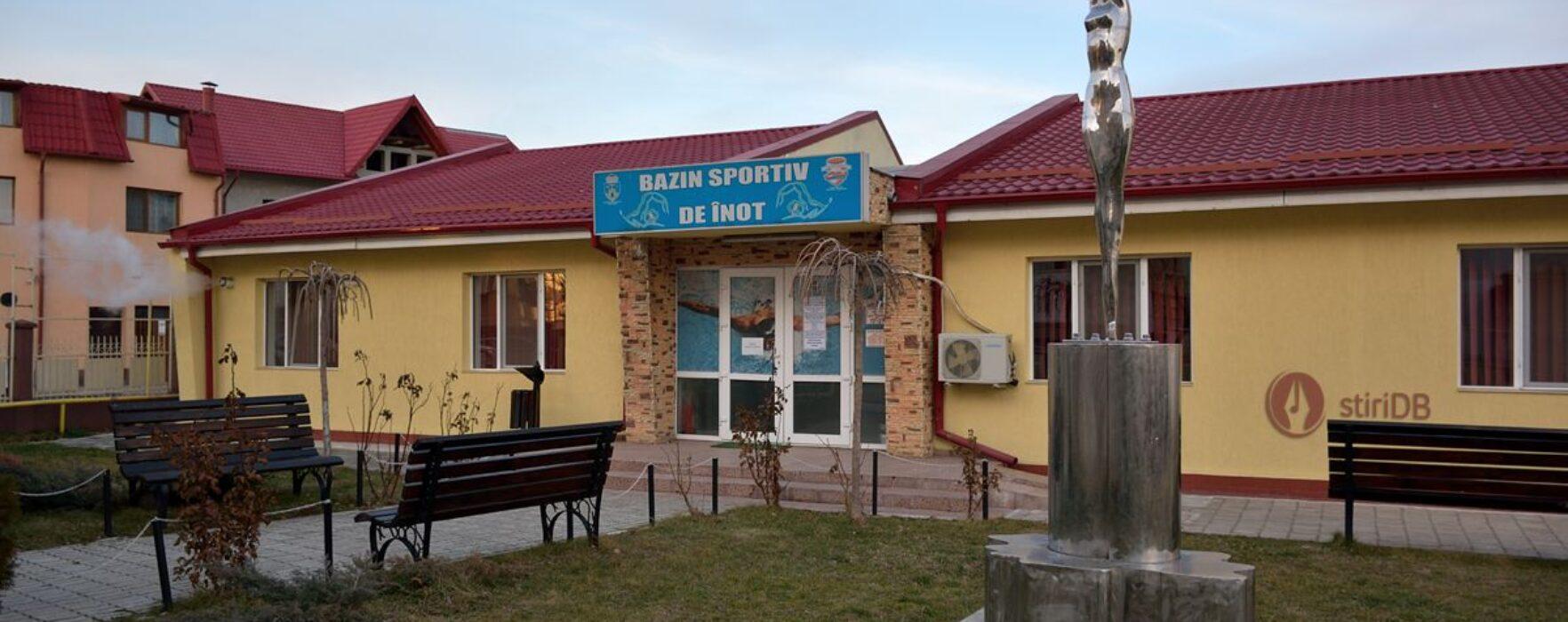 Bazinul de înot de la Târgovişte, închis de la sfârşitul anului trecut