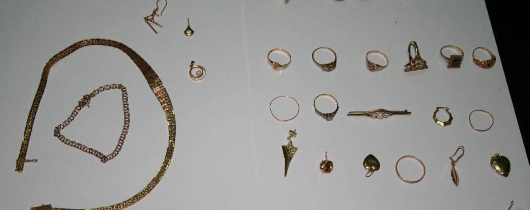 Furt în plină zi la o bijuterie din Pucioasa