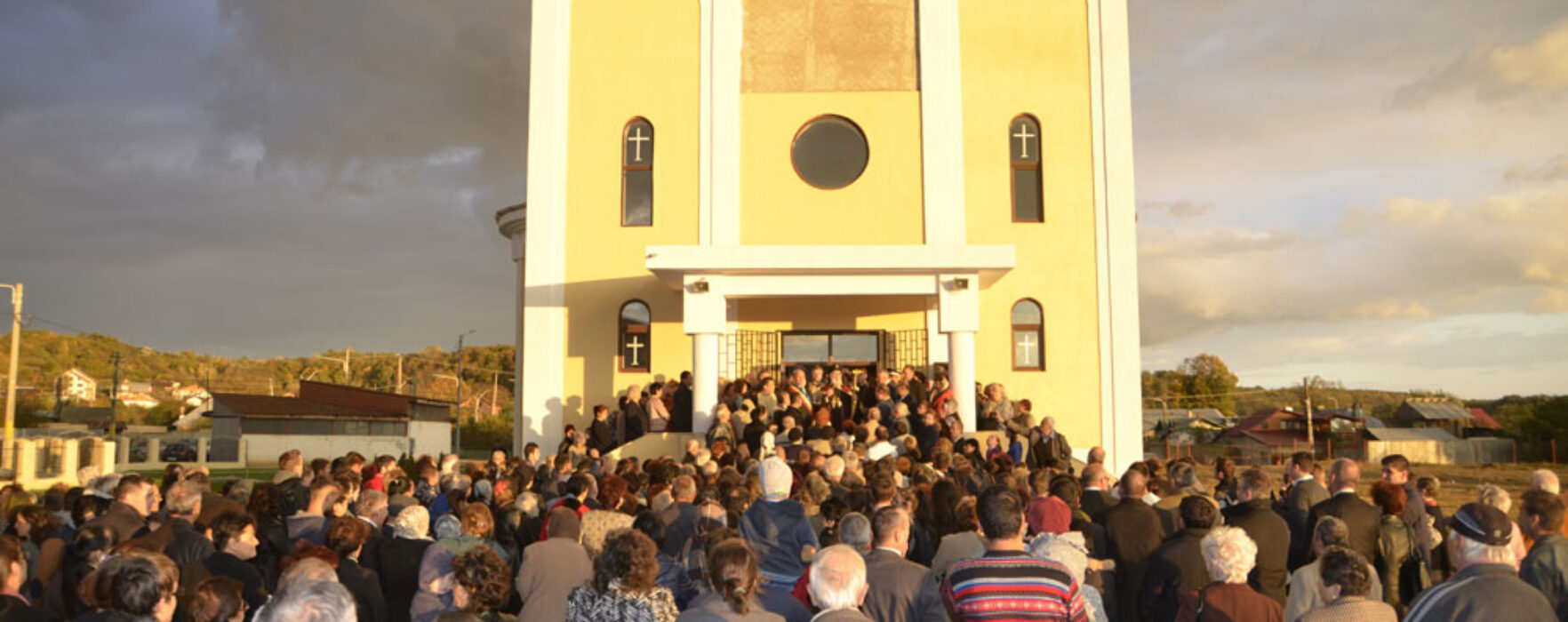 """""""Catedrala"""" din Moreni, deschisă spre slujire"""