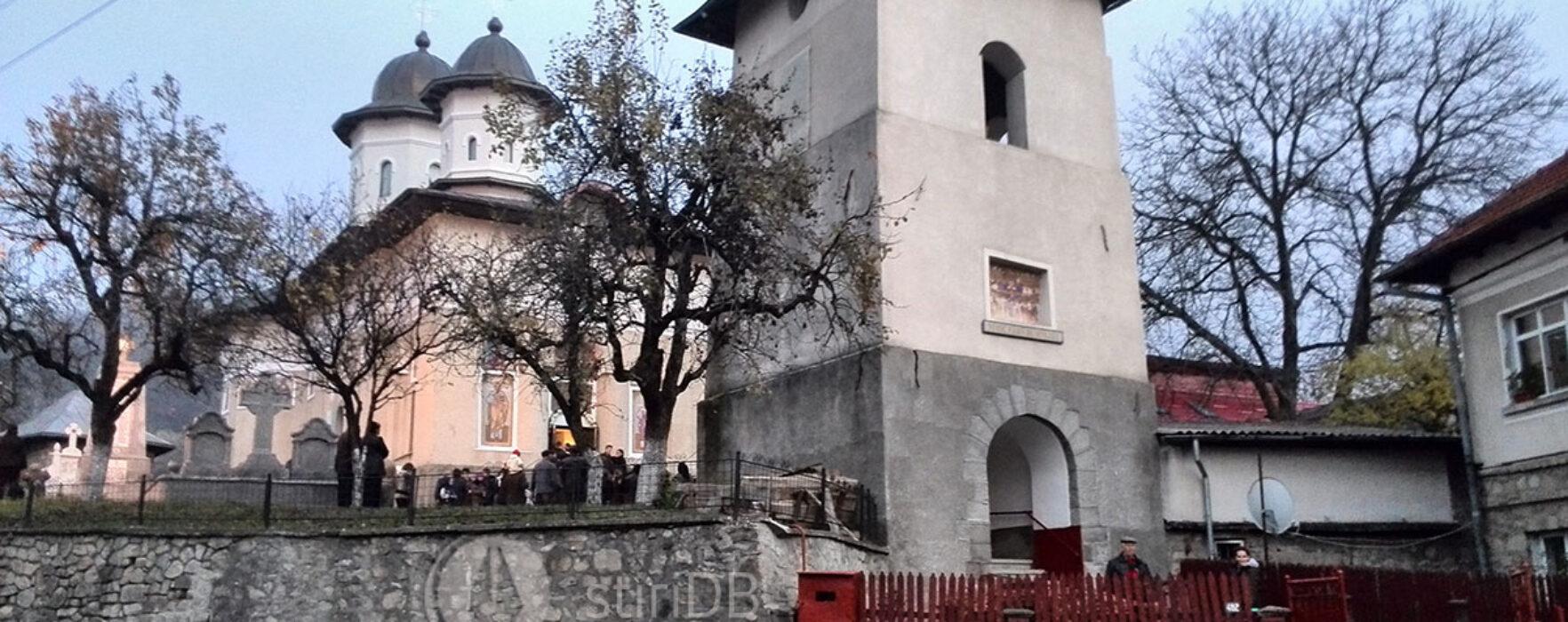 Biserica din Pietroşiţa, deschisă spre slujire, după incendiul de acum câţiva ani
