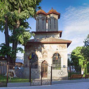 biserica-targului-intrare