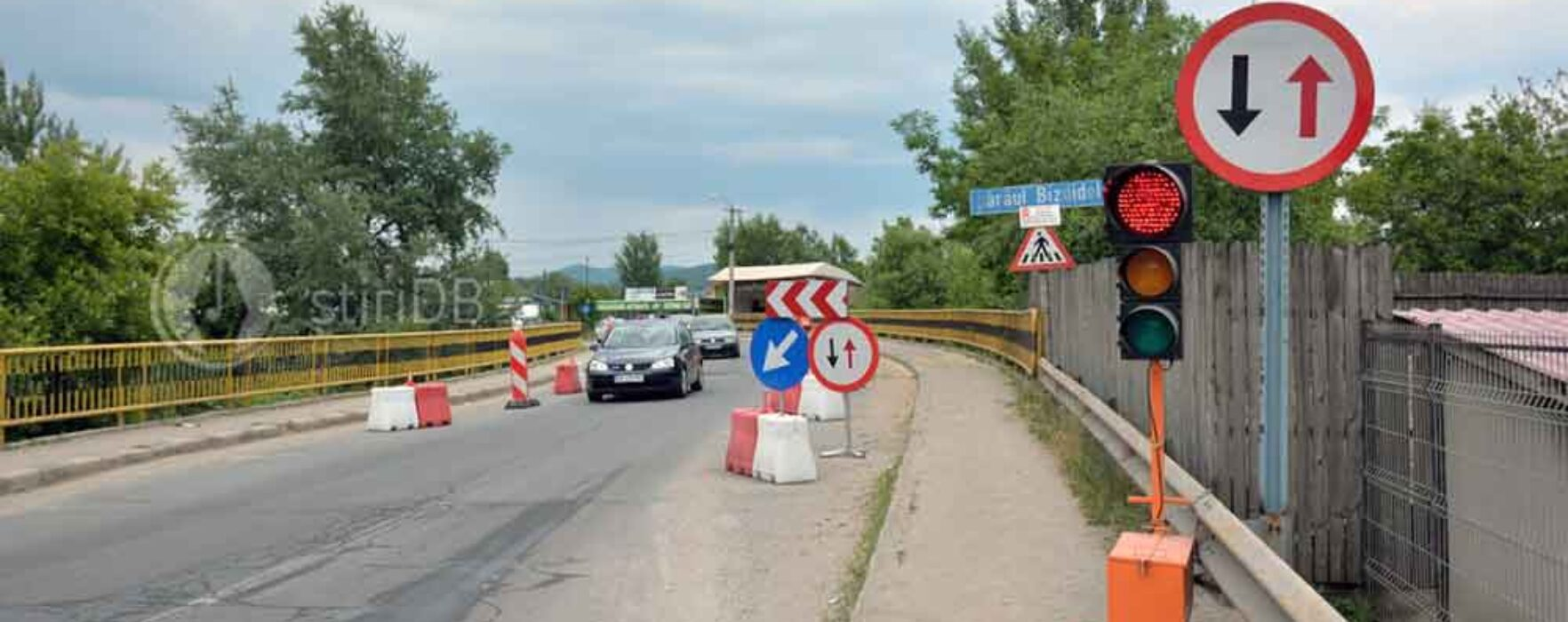 Dâmboviţa: Podul peste Bizdidel în stare avansată de degradare; autorităţile au constatat acum 3 ani că e nevoie de consolidare