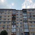 Târgovişte: Un bărbat ameninţă că se aruncă de pe un bloc cu 10 etaje