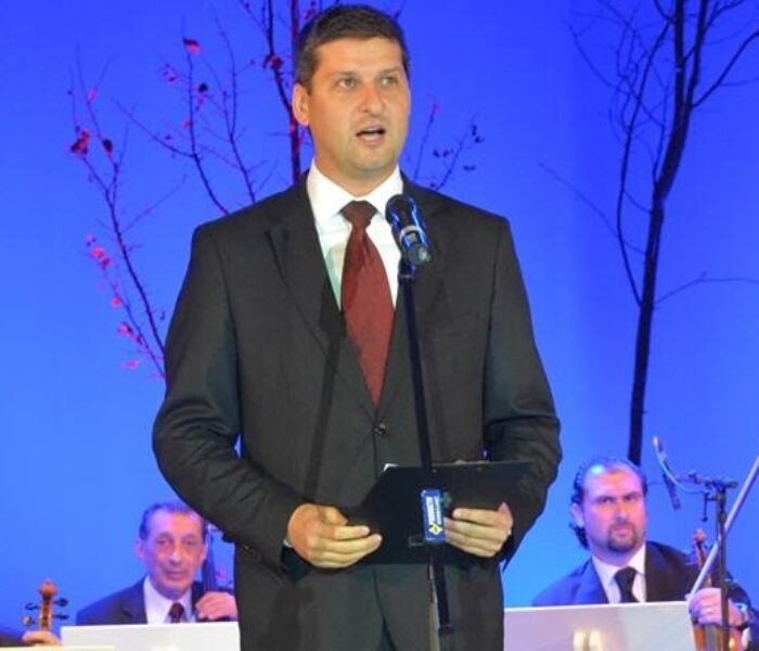 Gabriel Boriga (primar Târgovişte): 'Crizantema de Aur' nu trebuie să moară
