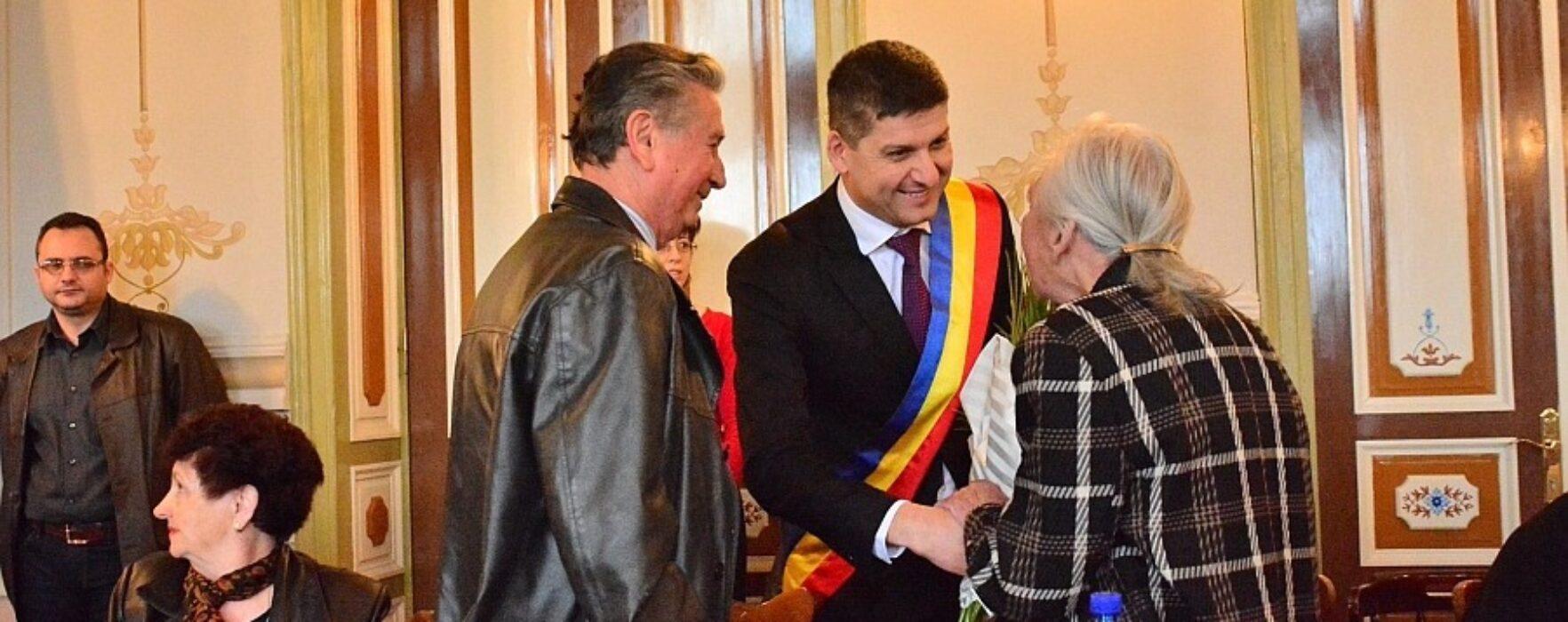 Cuplurile care au împlinit 50 de ani de la căsătorie, premiate de Primăria Târgovişte (video)
