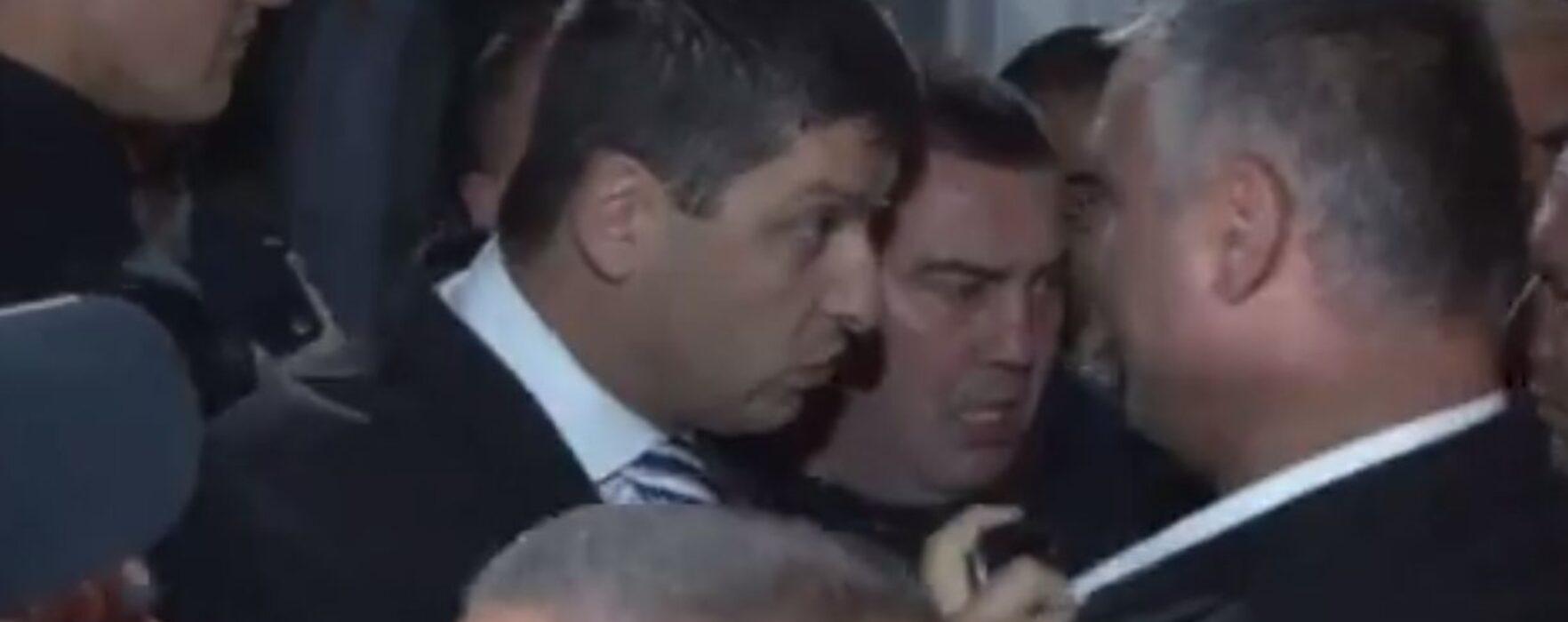 Scandal la alegerile de la PDL Târgovişte; Boriga nu a fost lăsat să intre în sala de alegeri (video)