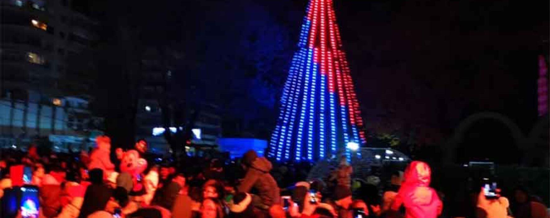 Târgovişte: Au fost aprinse luminiţele din pomul de Crăciun