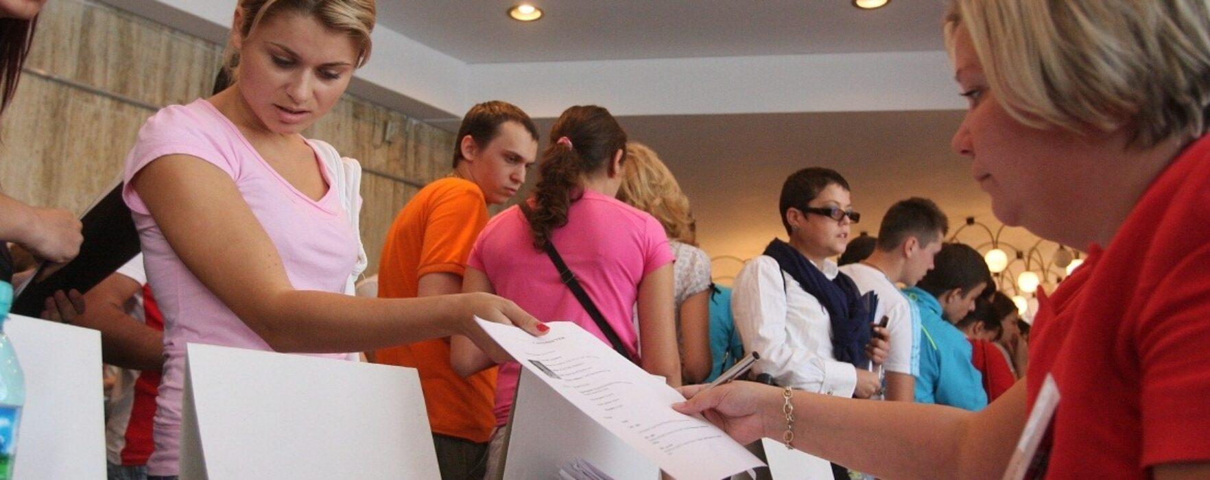 Peste 500 de persoane în căutarea unei slujbe, la Bursa locurilor de muncă de la Târgovişte
