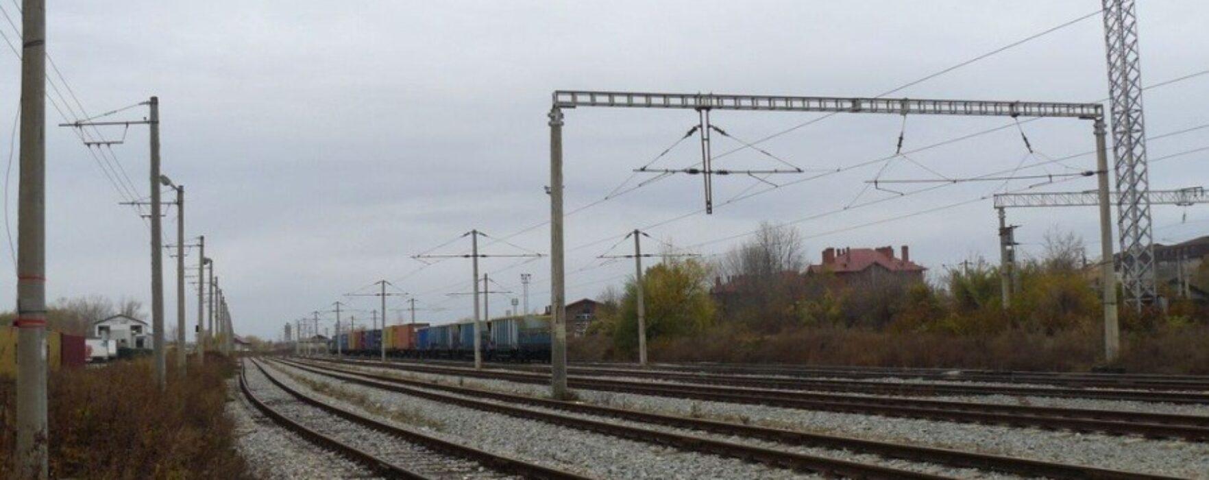 Prins în timp ce tăia componente ale reţelei electrice din zona căii ferate Târgovişte-Văcăreşti