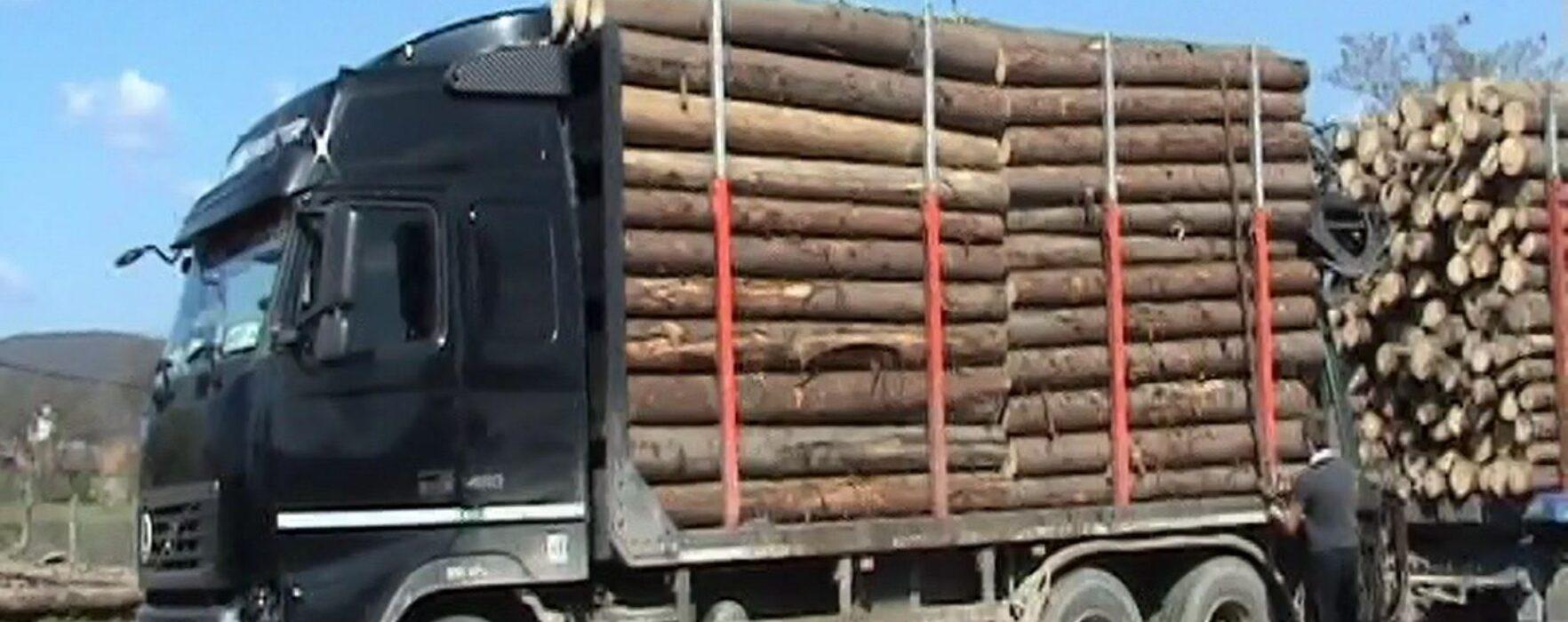 Dâmboviţa: DJ 713, monitorizat video; vizate camioanele supraîncărcate cu lemne