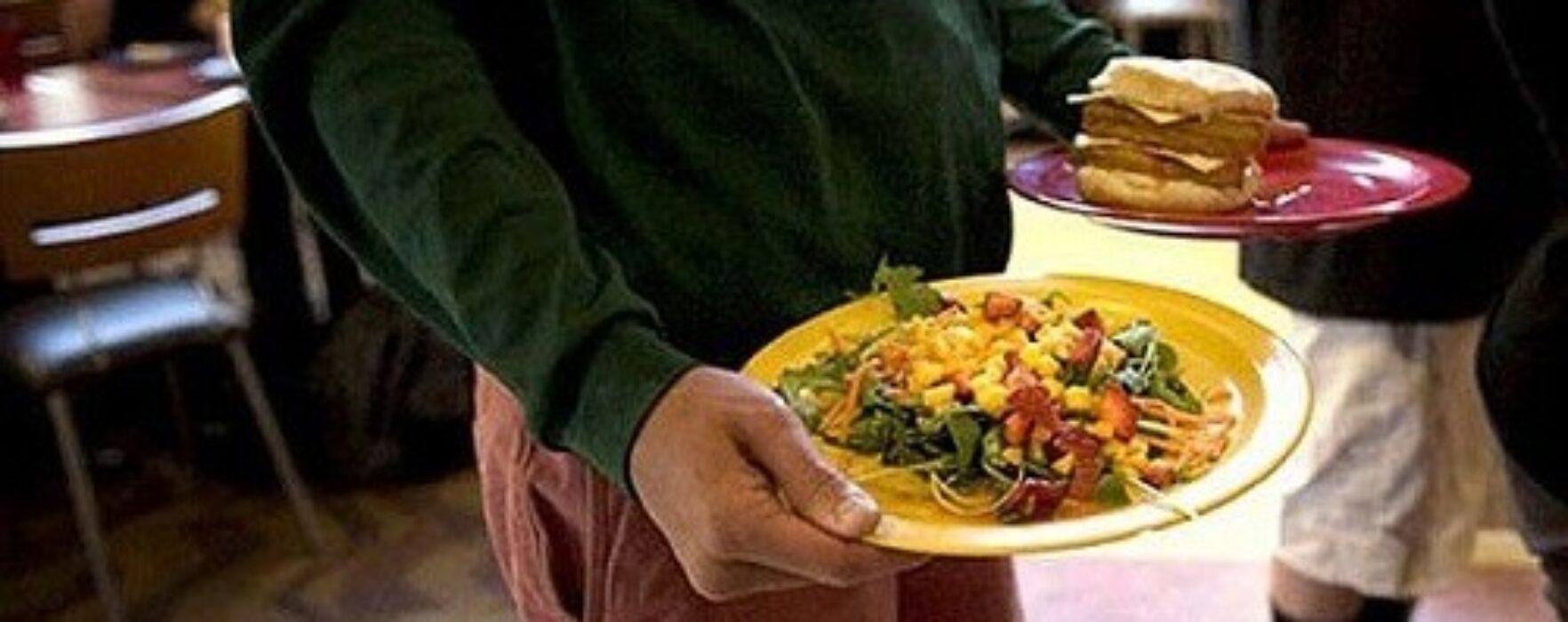 Meniu special de sărbători, la Cantina de Ajutor Social Târgovişte