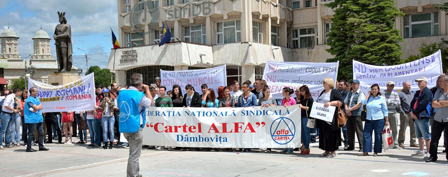 Dâmboviţa: Sindicaliştii au protestat faţă de pensiile speciale ale parlamentarilor