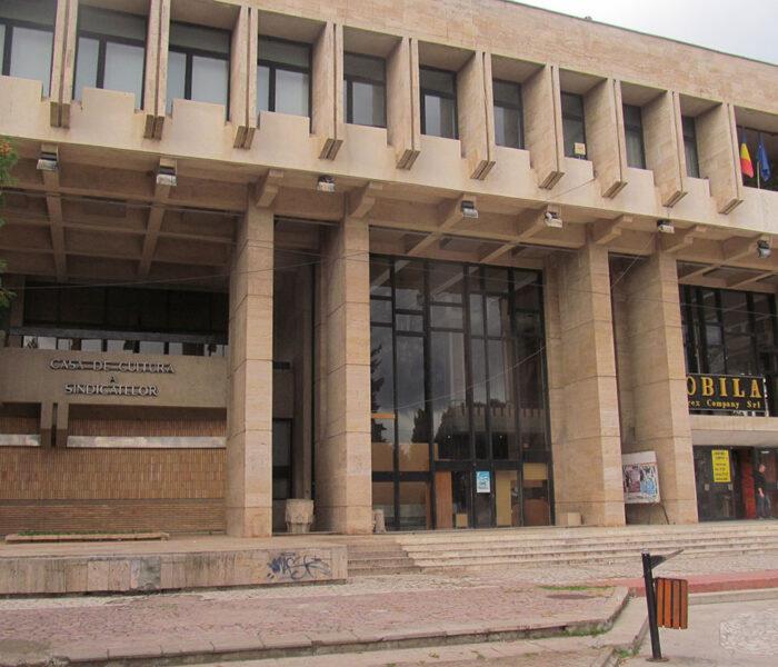 Casa Sindicatelor, în continuă degradare / Târgovişte – Ghid de oraş